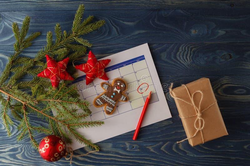 Ordna till till kommande jul Kalender med det tydliga datumet av christmaen arkivbild