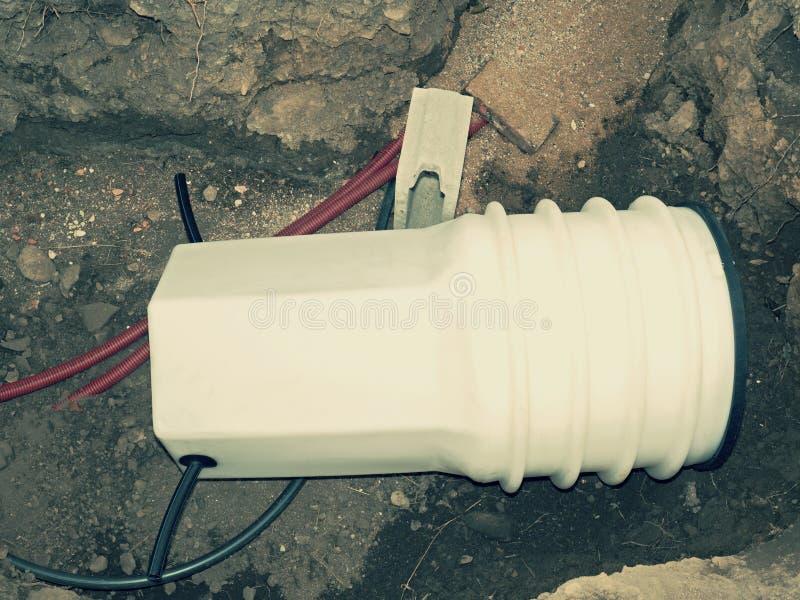 Ordnad PVC av vattenbehållaren skallr monterat arkivbilder