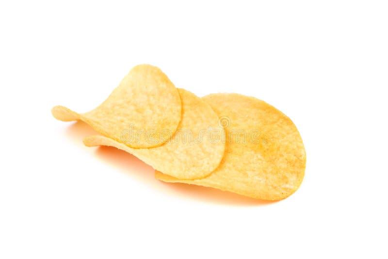 Ordnade isolerade potatischiper. arkivfoto