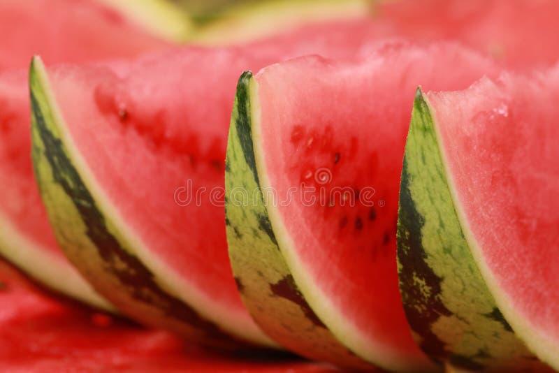 Ordnade skivor av vattenmelonen arkivfoton