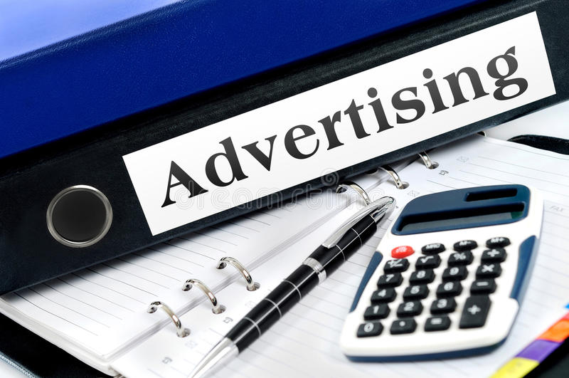 Ordner mit Werbung stockfotos