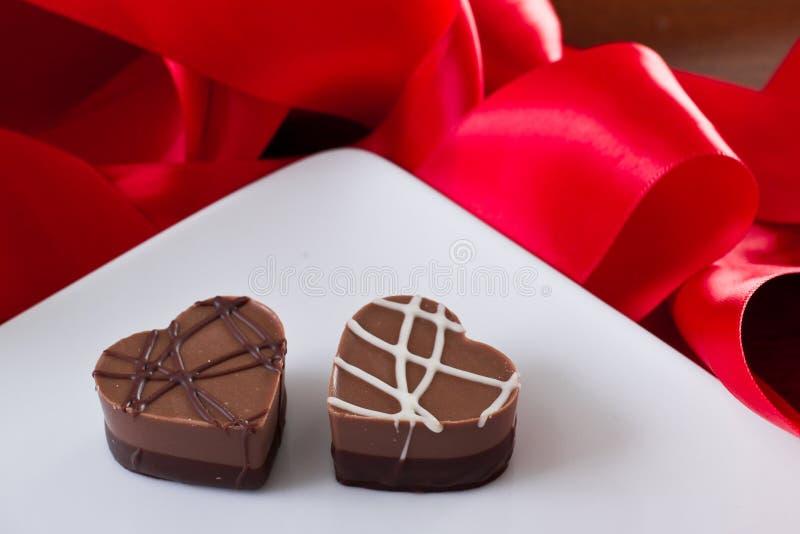 Ordning av hjärta formade choklader arkivfoto