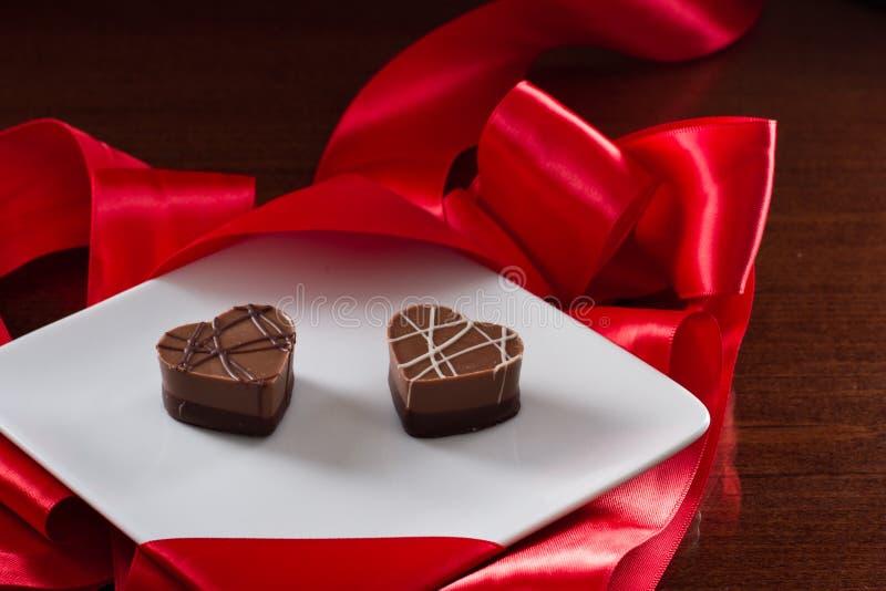 Ordning av hjärta formade choklader royaltyfria foton