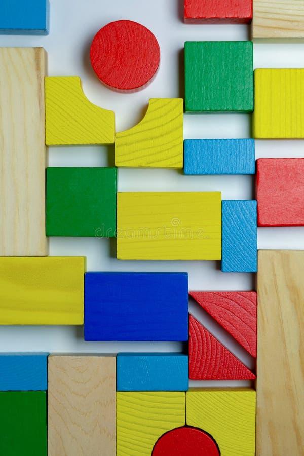 Ordning av olika färgrika byggnadstegelstenar royaltyfri bild