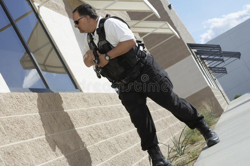Ordningsvakt With Gun Patrolling arkivbilder