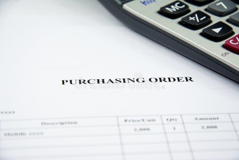 Ordre d'achat de document d'entreprise attendant pour se connecter le fond blanc photographie stock libre de droits