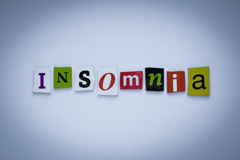 Ordsömnlöshet av klippta bokstäver Rubrik - sömnlöshet Ett ord som skriver text - sömnlöshet Baner med inskriften - sömnlöshet royaltyfria bilder