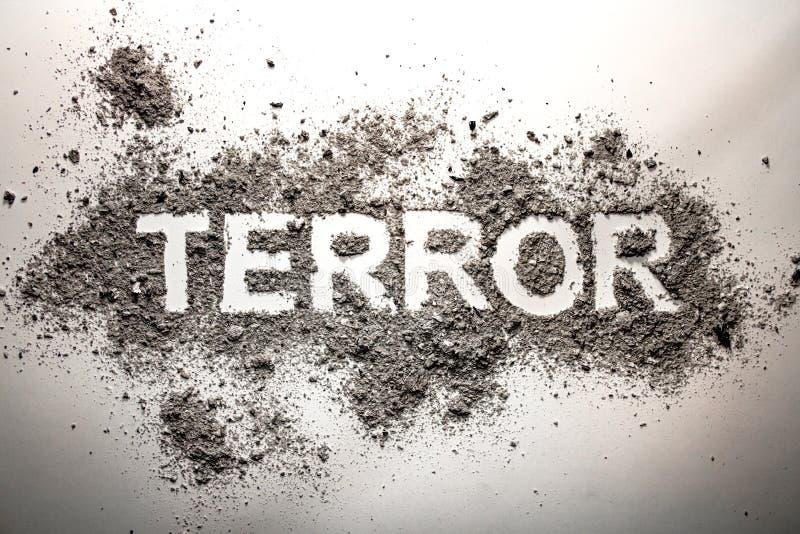 Ordskräcken som är skriftlig i aska som terrorism, krig, död, mord, royaltyfria foton