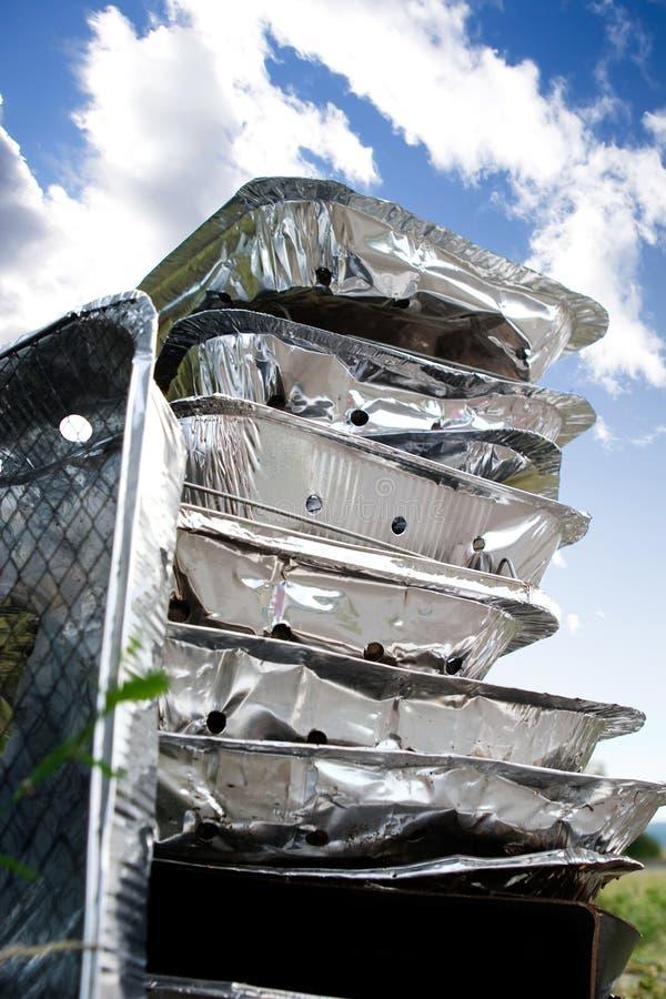 Ordures remplaçables de BBQ de feuilles d'étain photographie stock