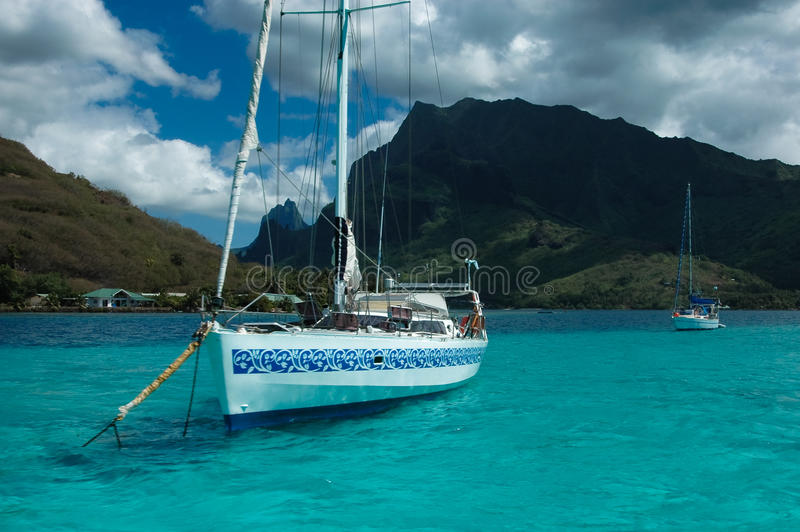 orea塔希提岛游艇的停住的执照mo 免版税库存图片