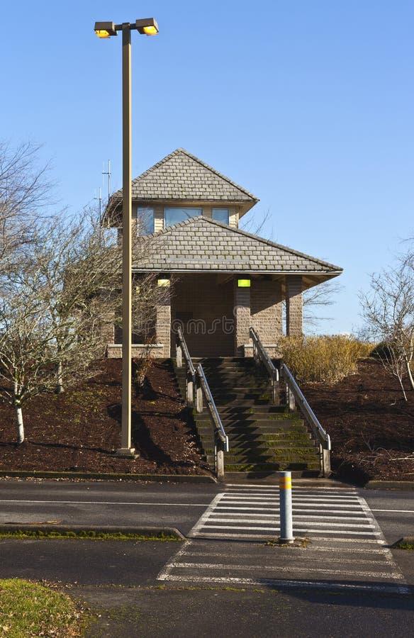 Oregon estaciona a facilidade e o lightpost do toalete foto de stock