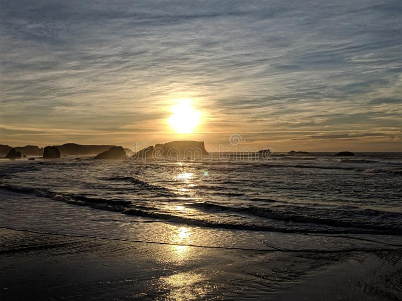 Oregon kustsolnedgång royaltyfri fotografi