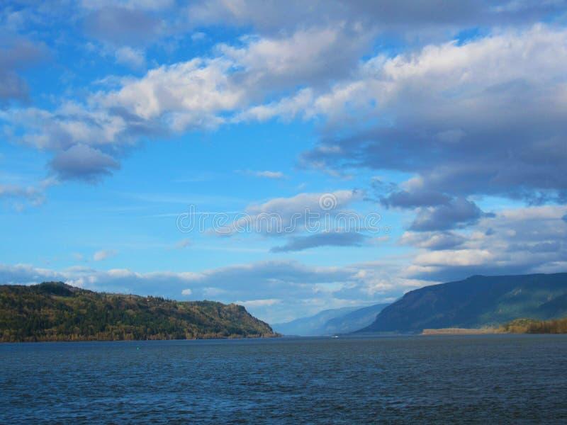 Oregon-Ozean-schöne Berge stockfoto