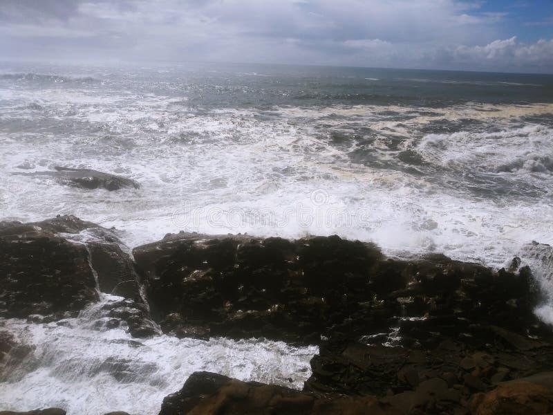 Oregons Coast Oregons Coast, waves, rock, blue, sky arkivbild