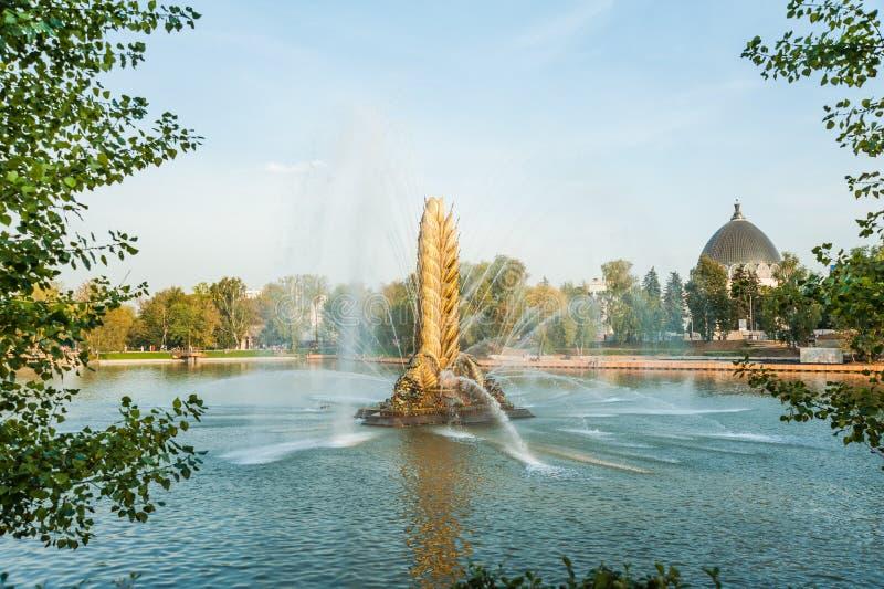 Oreille d'or de fontaine de ` de ` soviétique légendaire de Zolotoy Kolos Moscou, Russie photographie stock