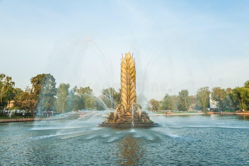 Oreille d'or de fontaine de ` de ` soviétique légendaire de Zolotoy Kolos Moscou, Russie photo stock