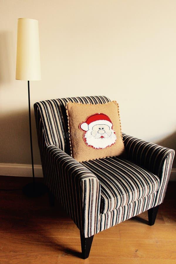 Oreiller à la maison de décor de Noël avec Santa photographie stock