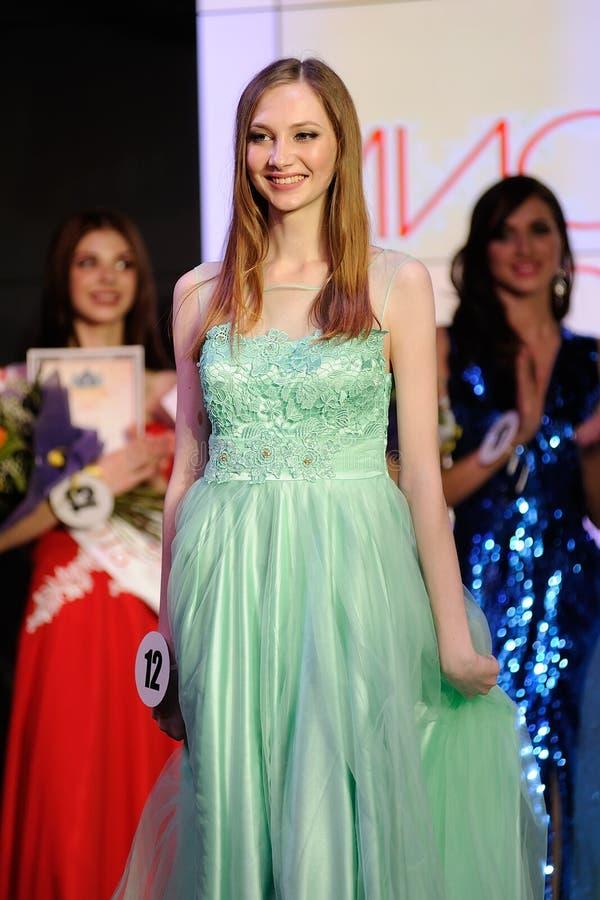 Orel, Rússia - 20 de dezembro de 2015: Da senhorita Orel competição 2015 de beleza fotografia de stock royalty free