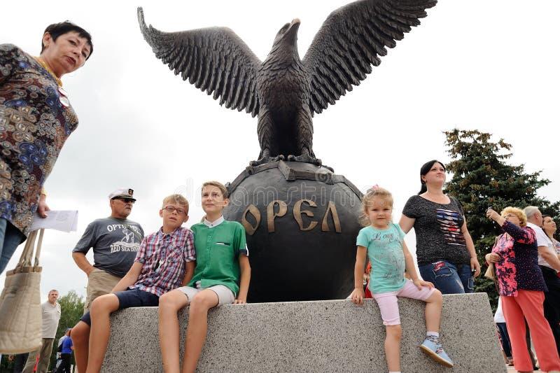 Orel, Rusland - Augustus 03, 2016: Eagle-standbeeld openingsceremonie B royalty-vrije stock foto's