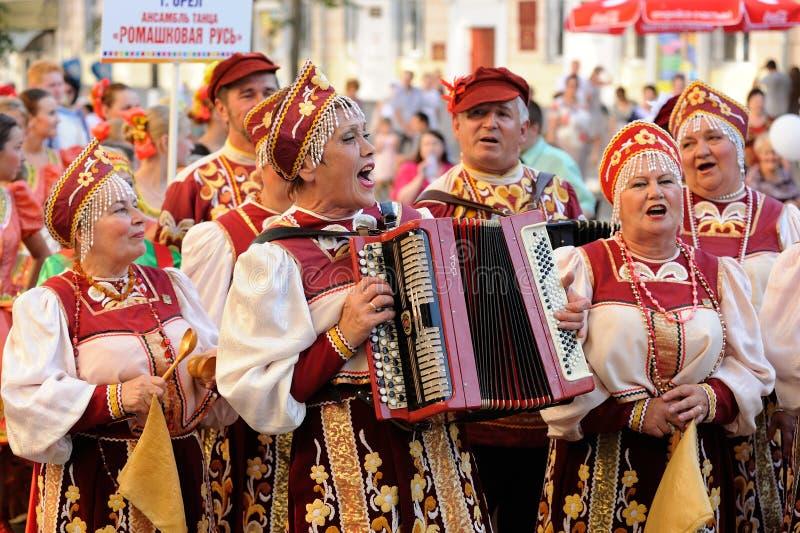 Orel, Rusland, 4 Augustus, 2015: Het volksfestival van Orlovskayamozaika, stock afbeeldingen