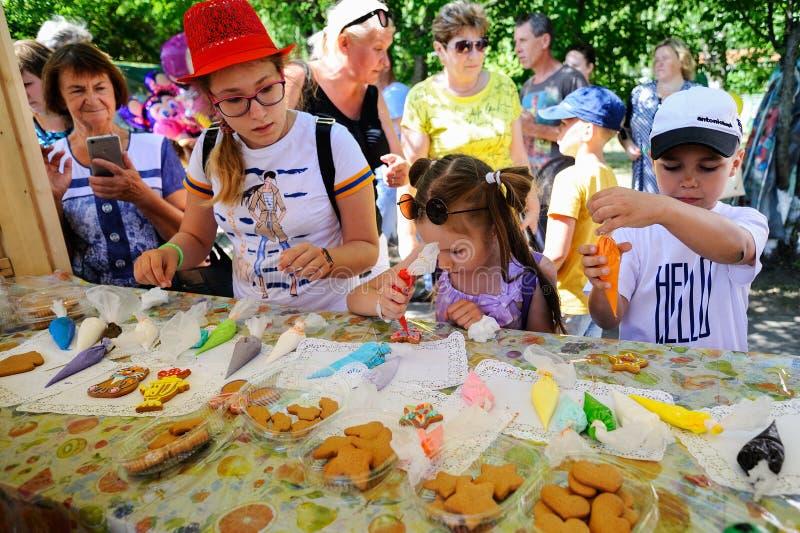 Orel, Russie - 4 août 2018 : Hom de peinture d'enfants de fest de samovar photo stock