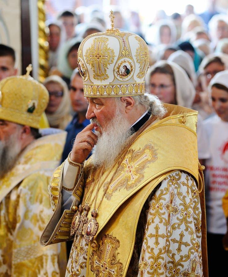 Orel, Russland, am 28. Juli 2016: Russland-Christianisierungsjahrestag göttliche Liturgie Patriarch Kirill, der in der Menge in d lizenzfreies stockfoto