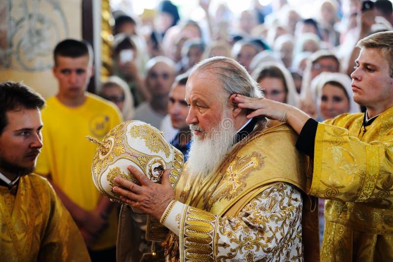 Orel, Russland, am 28. Juli 2016: Russland-Christianisierungsjahrestag göttliche Liturgie Priester, die Patriarchen Kirill in Gol lizenzfreie stockfotografie