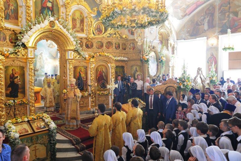 Orel Ryssland - Juli 28, 2016: Präst för Ryssland dopårsdag royaltyfri bild