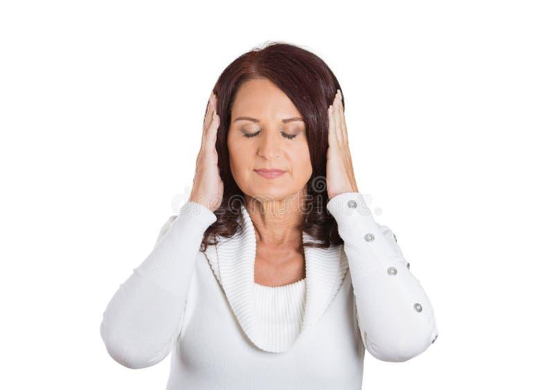 Orelhas calmas da coberta da mulher do retrato Expressão da cara imagem de stock