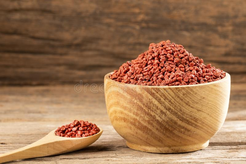 Orellana de Bixa - sementes orgânicas do urucueiro Espa?o do texto fotos de stock royalty free