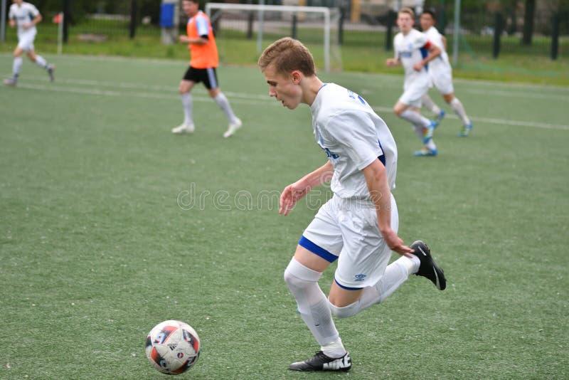 Orenbourg, Russie - 6 juin 2017 année : Le football de jeu de garçons photo libre de droits