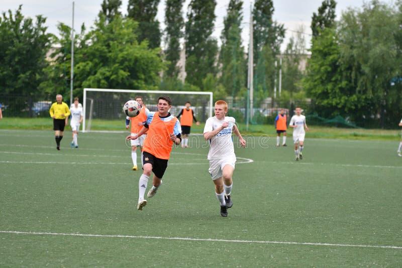 Orenbourg, Russie - 6 juin 2017 année : Le football de jeu de garçons images libres de droits