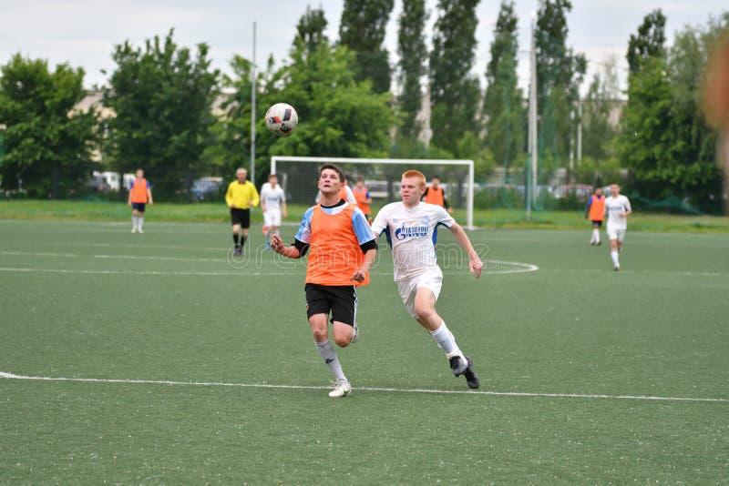 Orenbourg, Russie - 6 juin 2017 année : Le football de jeu de garçons image libre de droits