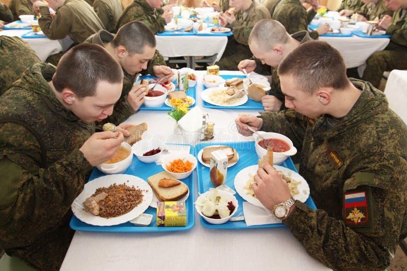Orenburg, Rússia, sala de jantar em uma unidade militar 05 16 2008 imagem de stock royalty free