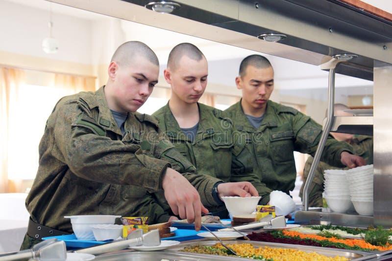 Orenburg, Rússia, sala de jantar em uma unidade militar 05 16 2008 fotografia de stock royalty free