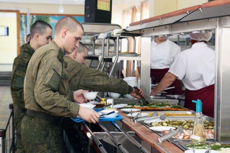 Orenburg, Rusia, comedor en una unidad militar 05 16 2008 imagen de archivo