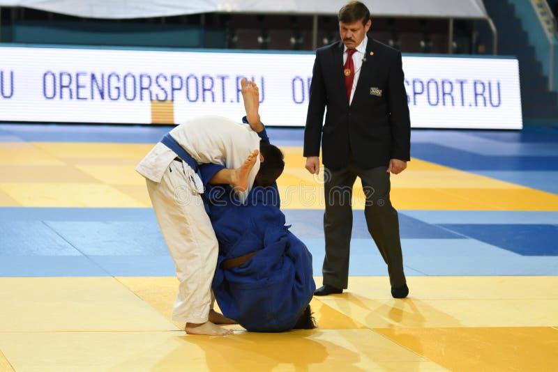 Orenburg, Russia - 21 ottobre 2016: I ragazzi fanno concorrenza nel judo fotografia stock libera da diritti