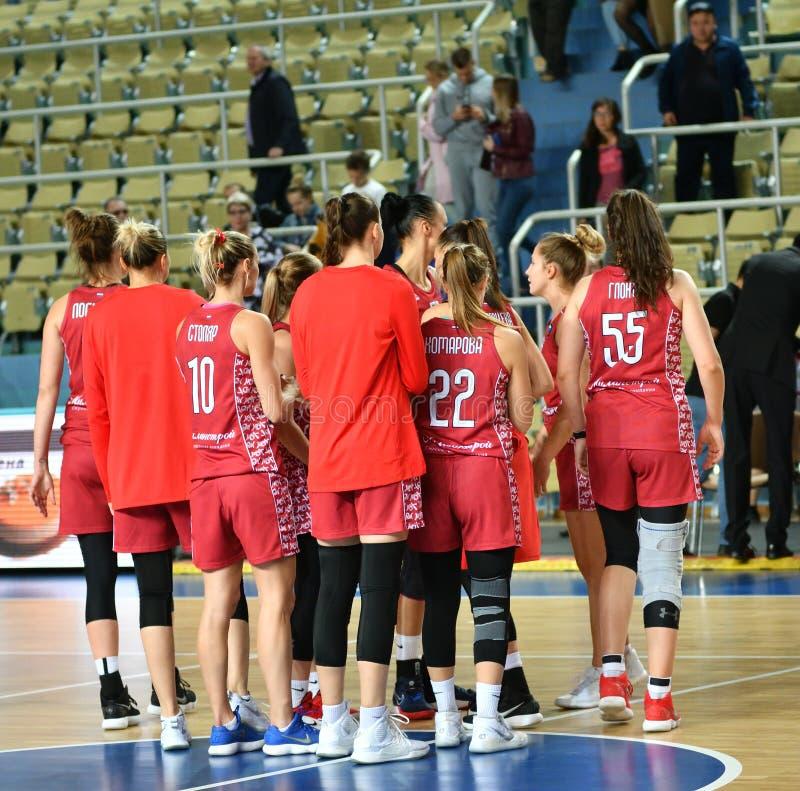 Orenburg, Russia - 6 ottobre 2019: Le ragazze giocano a basket fotografie stock