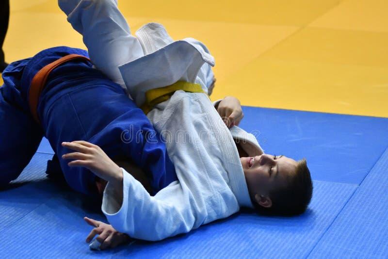 Download Orenburg Ryssland - 21 Oktober 2017: Pojkar Konkurrerar I Judon Redaktionell Bild - Bild av athenen, försvar: 106827376