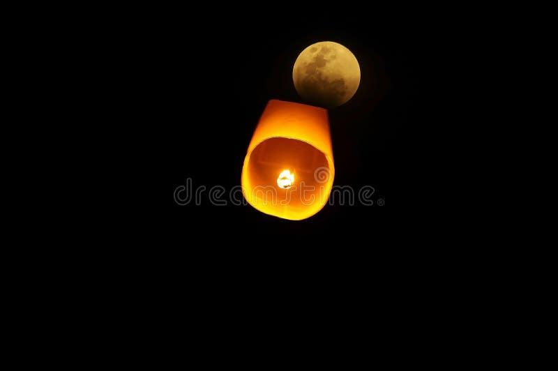 Orent i den blodiga månenatten royaltyfria foton