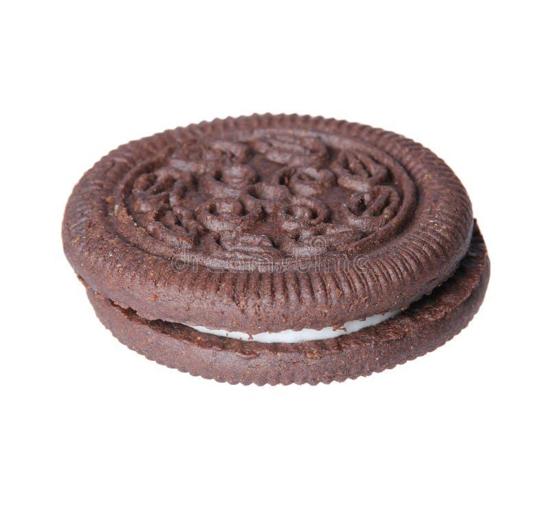 Oreo. Cookies do chocolate com o arquivamento da nata isolado fotos de stock