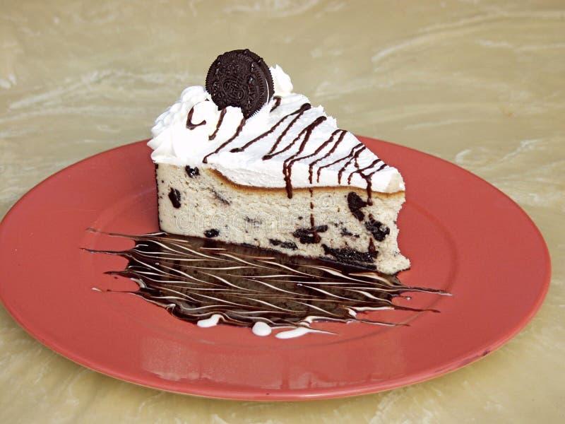 Oreo Plätzchen-Kuchen auf einer Platte stockbild