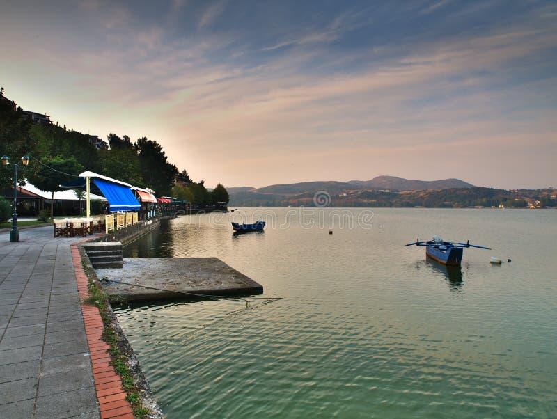 Orestiada λιμνών στην Καστοριά, Ελλάδα στοκ φωτογραφίες με δικαίωμα ελεύθερης χρήσης