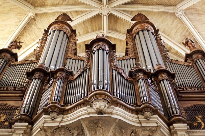 Orgaan in een kerk stock afbeelding
