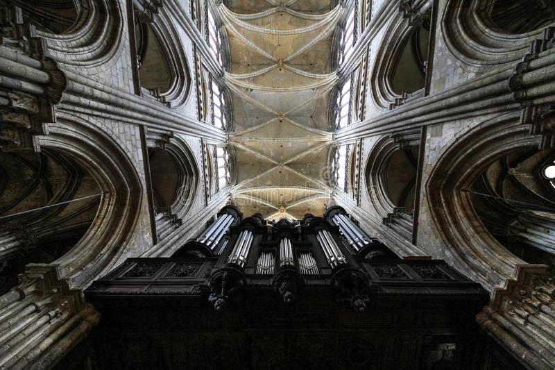 Organ in der gotischen Kathedrale, Rouen, Frankreich stockfotografie