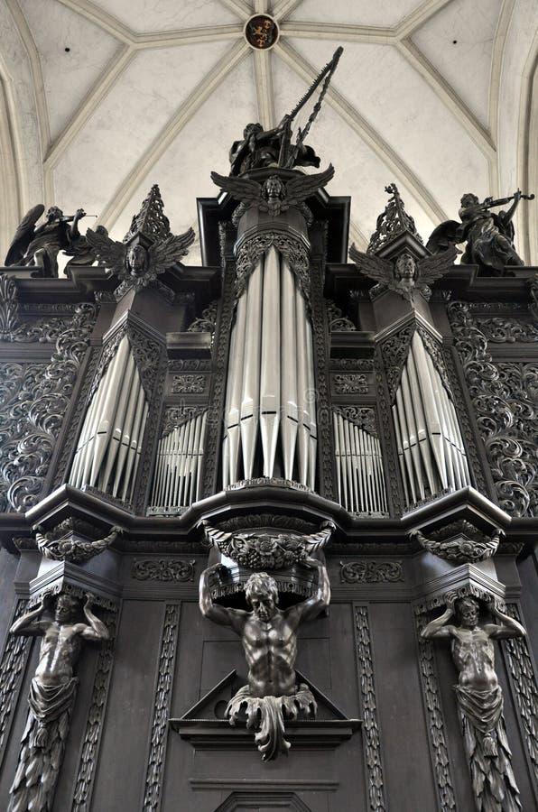 Organ i kyrkan av St James, Tjeckien royaltyfria foton