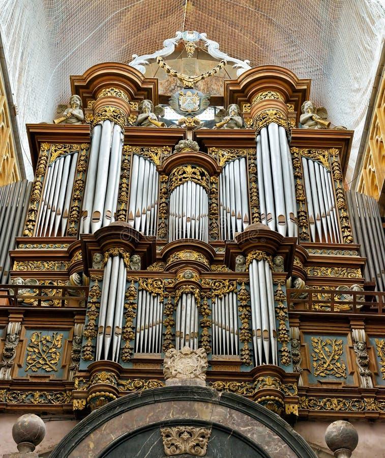 Organ im Basilika-Heiligen Hubert stockbild