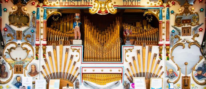 rummelplatz musik organ stockfoto bild von dampf carvings