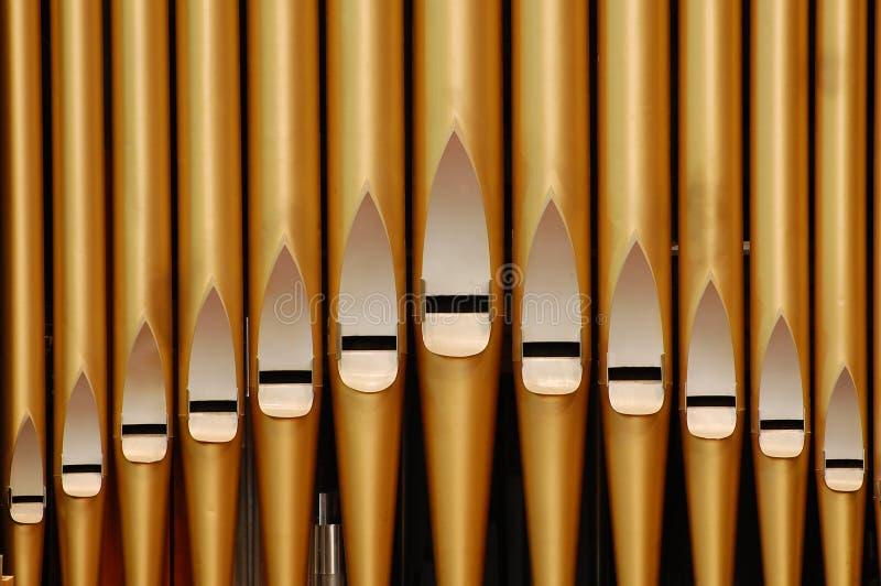 Organe de pipe dans l'église photos stock