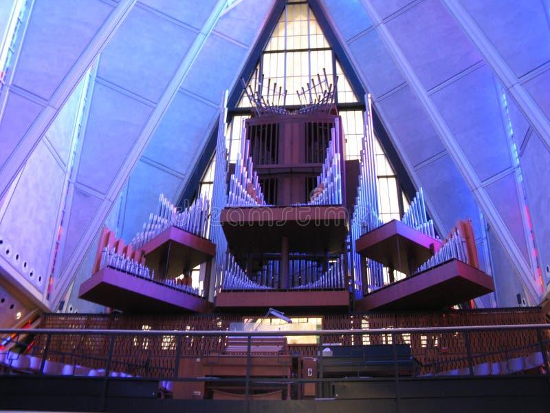 Organe de tuyau à l'intérieur de chapelle de cadet images stock